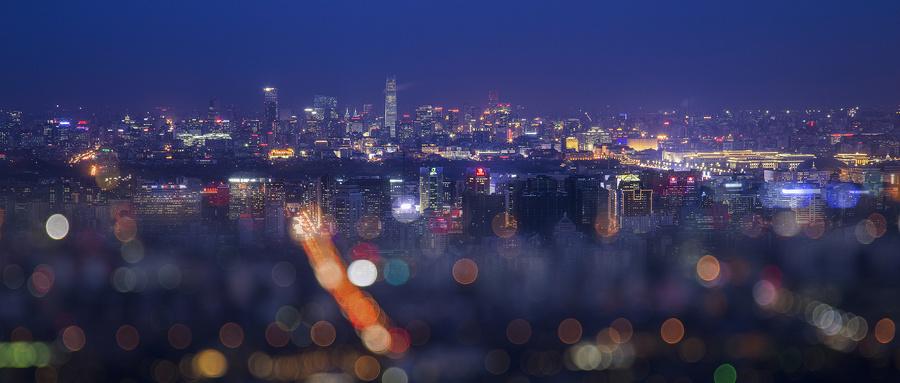 摄图网_500070704_wx_梦幻夜幕下的京城(企业商用).jpg